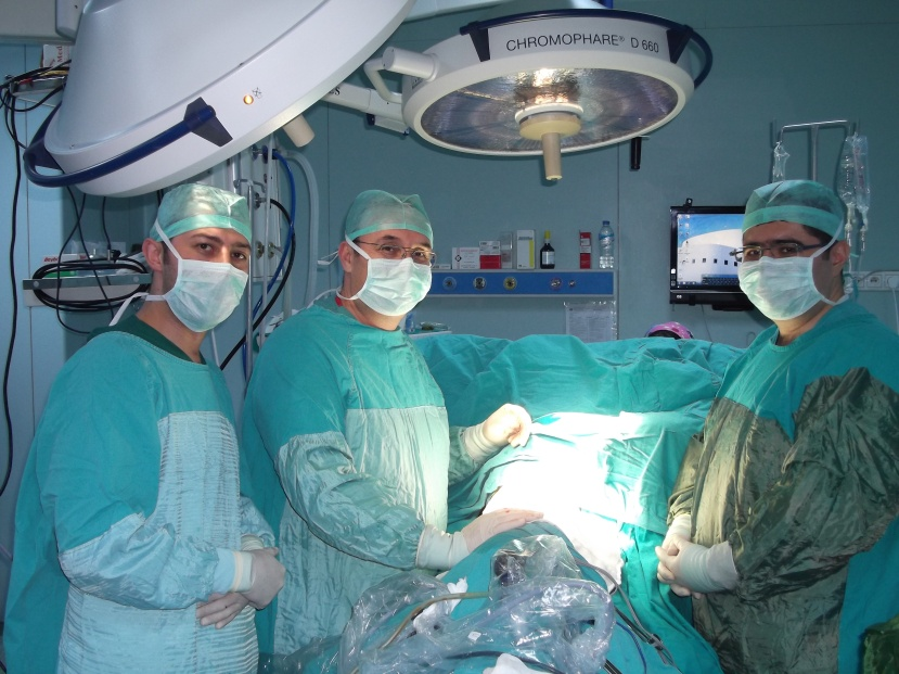 Dr. A. Feridun Işık and his team perform cytoreductive surgery and the HITHOC (HIPEC) procedure