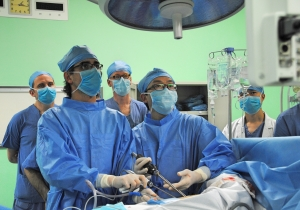 Dr. Gonzalez Rivas performs uniportal lobectomy